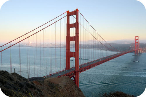The brown color of the air behind the Golden Gate Bridge is typical of California cities, because of nitrogen oxides