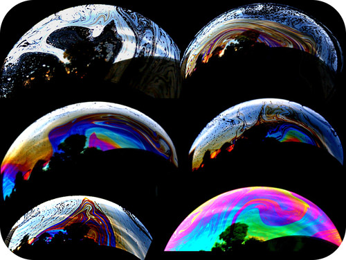 Light interference in soap bubbles