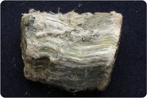 Chrysotile has splintery fracture