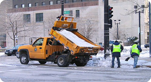 This truck is spreading salt to unfreeze the roads