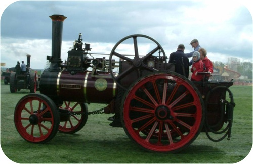 Steam traction engine depended on water changing from a liquid to gaseous state