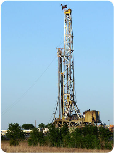 Gas drill rig in Alvarado, Texas
