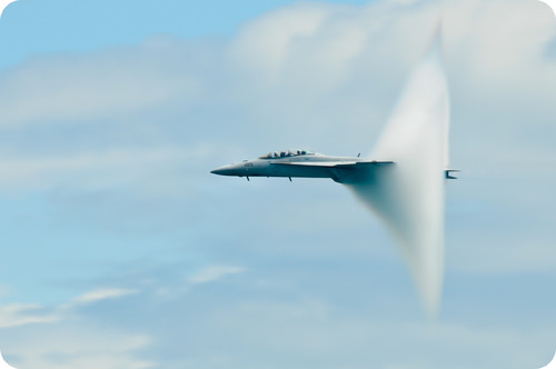 Supersonic airplane generating sonic boom
