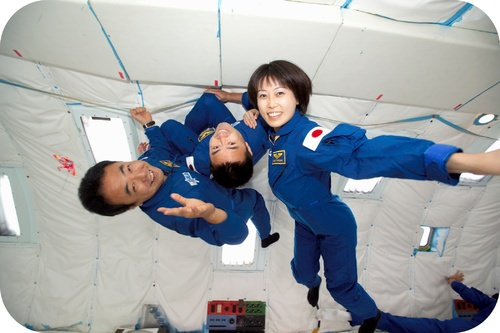 When astronauts experience weightlessness, their mass remains unchanged