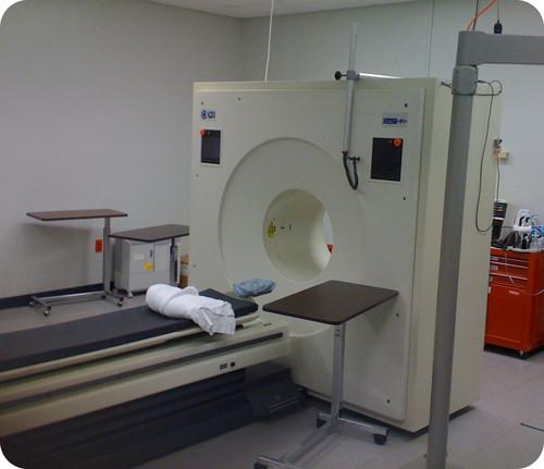 Positron emission scanner