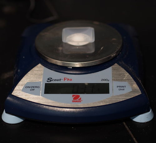 Image of an electronic analytical balance